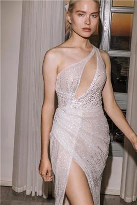 שמלה עם כתפיות קצרות