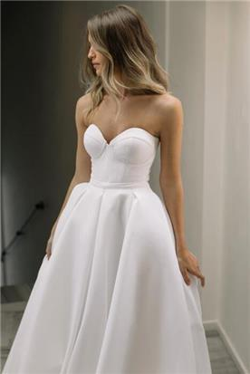 שמלה כלה עם מחשוף