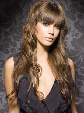 תסרוקת גלית לשיער ברונטי