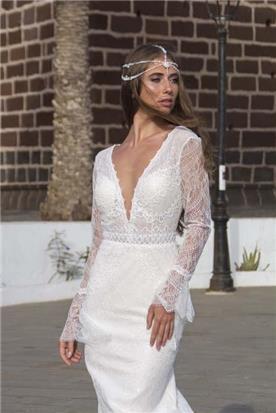 שמלת כלה: קולקציית 2019, שמלה עם כתפיות עבות, שמלה בסגנון רומנטי, שמלה עם תחרה, שמלה עם מחשוף, שמלה בצבע לבן - A&G Wedding Dresses