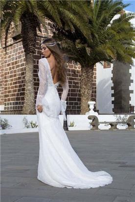 שמלת כלה: קולקציית 2019, שמלה בסגנון רומנטי, שמלה עם תחרה, שמלה עם שובל, שמלה עם שרוולים, שמלה עם גב חשוף, שמלה בצבע לבן - A&G Wedding Dresses