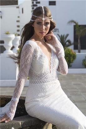 שמלת כלה: קולקציית 2019, שמלה בסגנון רומנטי, שמלה עם תחרה, שמלה עם מחשוף, שמלה עם שרוולים, שמלה בצבע לבן - A&G Wedding Dresses