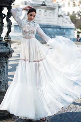 שמלת כלה: קולקציית 2019, שמלה בגזרה נשפכת, שמלה בסגנון רומנטי, שמלה עם תחרה, שמלה עם שרוולים, שמלה בצבע לבן - A&G Wedding Dresses