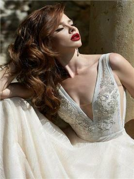 שמלה עם גב חשוף