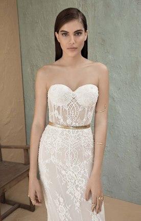 שמלת סטרפלס בשילוב תחרה