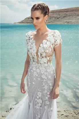 שמלת כלה יפה בשילוב תחרת פרחים