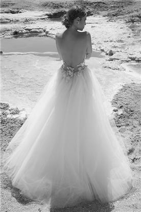 שמלת כלה עם חצאים מנופחת