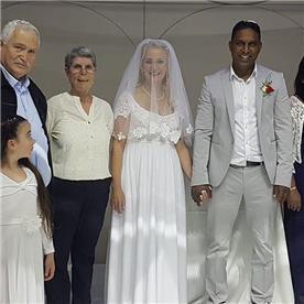 שמלת כלה: שמלה בסגנון עדין, שמלה עם תחרה, שמלה עם מחשוף, שמלה בצבע לבן - אור טוהר שמלות כלה וערב