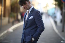 חליפת חתן עם דש ועניבה