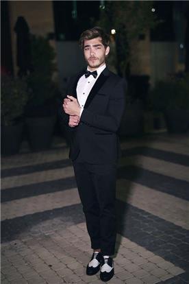 חליפת חתן: חליפת שלושה חלקים, חליפה בגזרה ישרה, חליפה בדוגמה חלקה, חליפה בצבע שחור, קולקציית 2017 - דון אמור