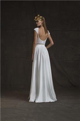 שמלה יפה בהתאמה פרטנית