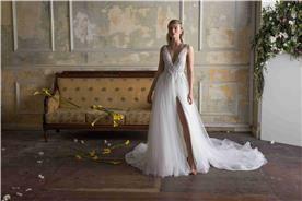 שמלת כלה בגימור מושלם עם שסע