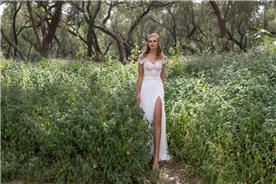 שמלת כלה עם תחרה ושסע