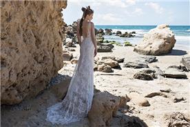 שמלת כלה: שמלה עם כתפיות דקות, שמלה בסגנון רומנטי, שמלה בסגנון קלאסי, שמלה עם תחרה, שמלה עם שובל, שמלה עם גב חשוף, שמלה בצבע לבן - לימור רוזן