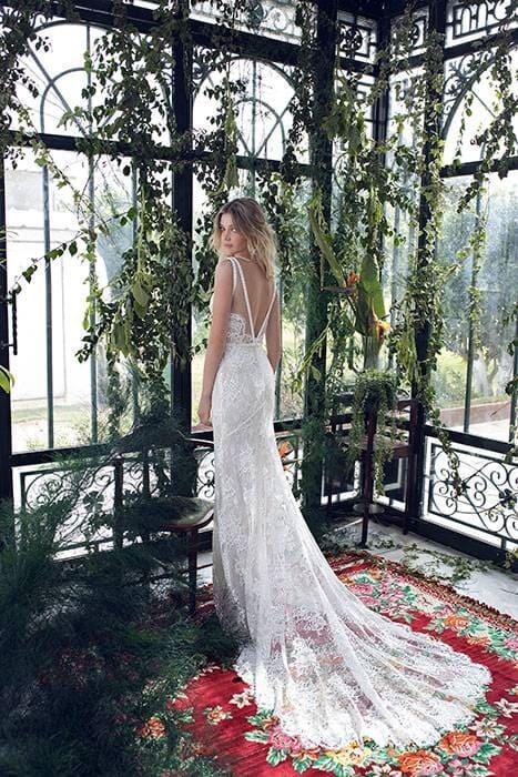 שמלת כלה בעיצוב מיוחד עם שובל