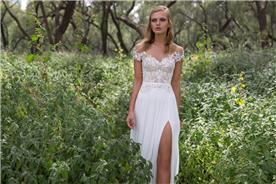 שמלת כלה בשילוב תחרה בחלק העליון ושסע בחצאית