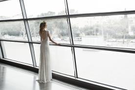 שמלת כלה עדינה עם גב פתוח