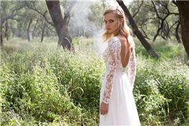 שמלת כלה עם גב חשוף ושרוולים ארוכים