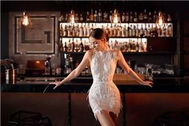 שמלת כלה: קולקציית 2019, שמלת מיני, שמלה בסגנון רומנטי, שמלה עם תחרה, שמלה בצבע לבן - נטלי סיסאורי שמלות כלה