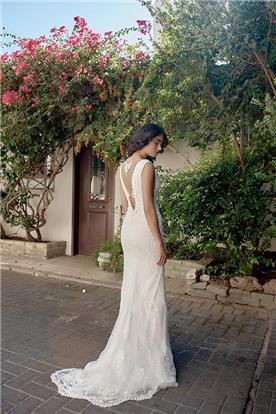 שמלת כלה עם קישוט תחרה בגב