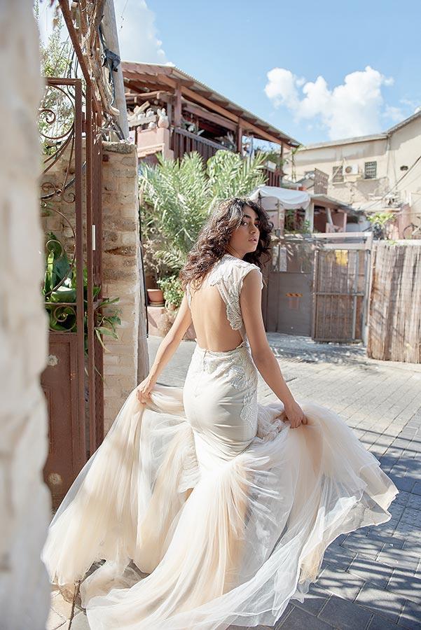 שמלת כלה בצבע קרם