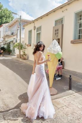 שמלת כלה ורודה מבד טול