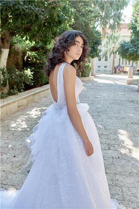 שמלת כלה עם חצאית מנופחת ופפיון בגב