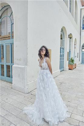שמלת כלה עם נוצות