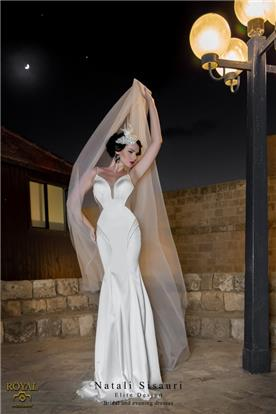 שמלת כלה צמודה בשילוב תחרה במותניים