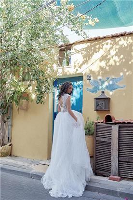 שמלת כלה עם גב תחרה חשוף