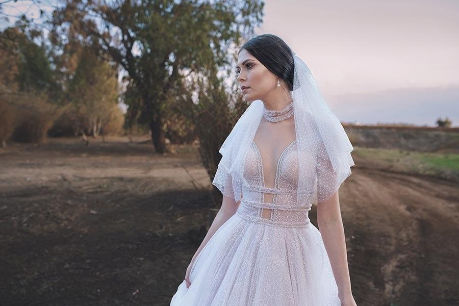 שמלת כלה מטול מנוקד