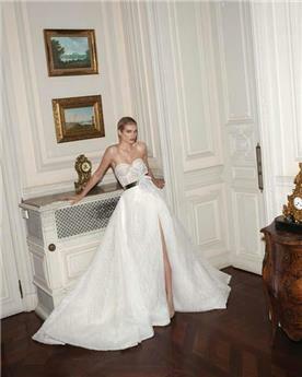 שמלת כלה עם חגורה במותן ושסע