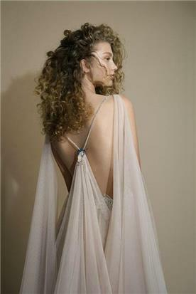 שמלת כלה עם שובלי טול