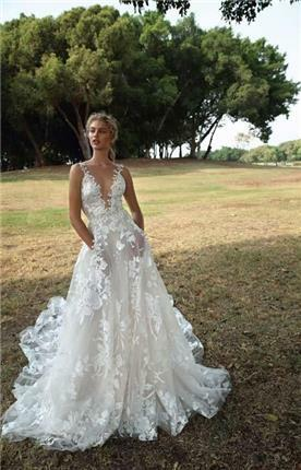 שמלת כלה בעיצוב פרחוני
