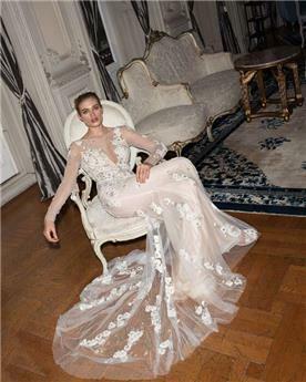 שמלת כלה עם עיטורי כספים