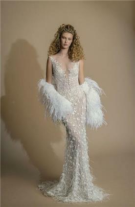 שמלת כלה בשילוב נוצות