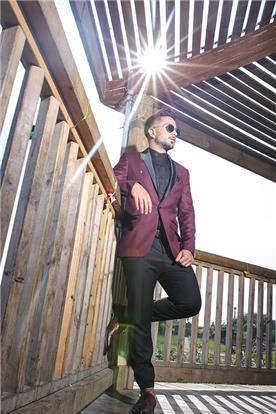 חליפת חתן: חליפה בצבע בורדו, חליפת שני חלקים, חליפה בגזרת סקיני, חליפה בדוגמה חלקה, קולקציית 2017 - ישמחתני-חליפות חתן
