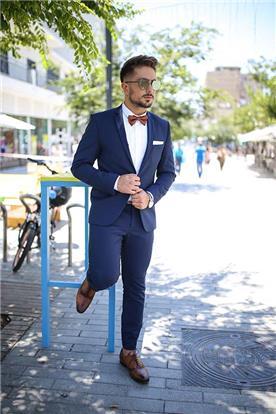 חליפה אלגנטית כחולה