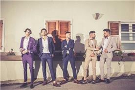 חליפת חתן: קולקציית 2018, חליפת שני חלקים, חליפת שלושה חלקים, חליפה בגזרה ישרה, חליפה בדוגמה משובצת, חליפה בדוגמה חלקה, חליפה בצבע אפור, חליפה בצבע כחול, חליפה בצבע חום, חליפה בצבע סגול - ישמחתני-חליפות חתן