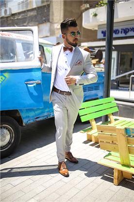 חליפה בצבע בהיר