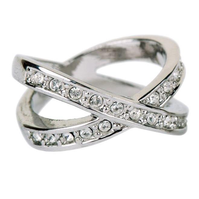 טבעת משובצת יהלומים קלאסי