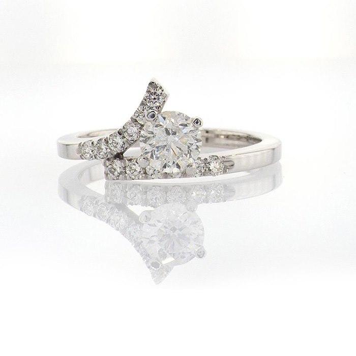 טבעת עם אבן גדולה