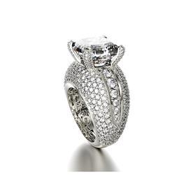 טבעת עם יהלום משובצים ואבן