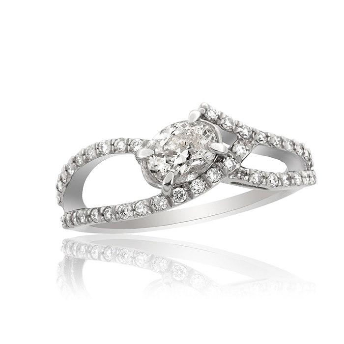 טבעת אירוסין משובצת יהלום