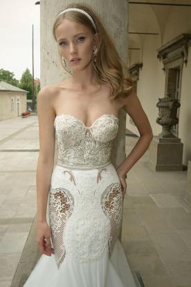 שמלת כלה מחוך אבנים וחרוזים