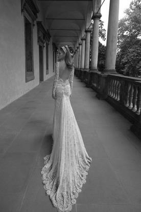 שמלת כלה שובל משולש ארוך