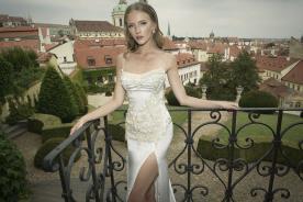שמלת כלה עם תחרה עבה