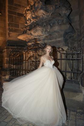 שמלת כלה מחוך וחצאית נפוחה