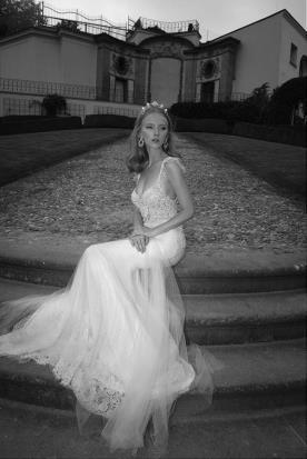 שמלת כלה כתפיות פרחוניות
