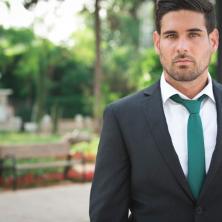 חליפת חתן עם עניבה ירוקה